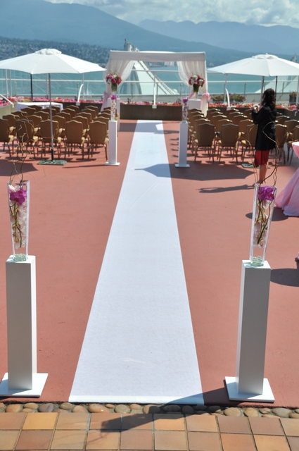 Pillar arrangements for ceremony entrance