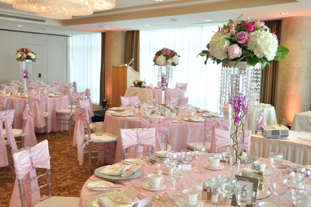 Centerpieces with beautiful crystal ring