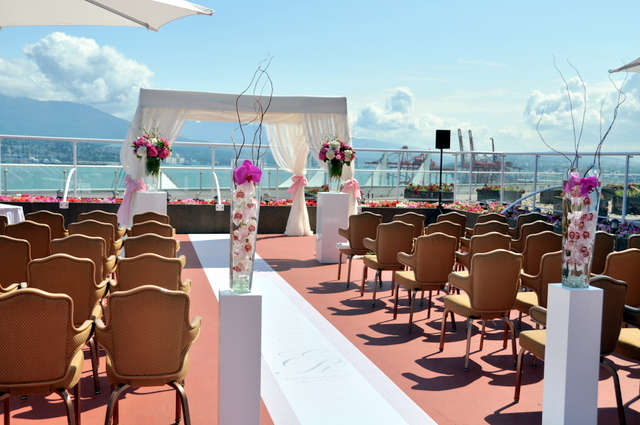 Romantic Wedding Ceremony at roof top of Pan Pacific Hotel